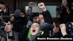 Егор Жуков после заседания суда, приговорившего его к условному сроку по делу о призывах к экстремизму