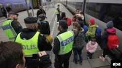 Шведская полиция контролирует поток мигрантов на вокзале в Мальме