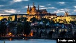Вид на Град и Карлов мост в Праге