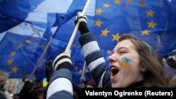 Киевтегі ЕО-мен байланысты күшейтуді талап еткен наразылық акциялары. Қараша 2013 жыл.