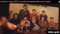 Дар ин акс чеҳраи президент Назарбоев бо симои як пирамарди ришдароз ва домоди даргузаштааш Роҳат Алиев бо симои марди дигаре табдил ва пахш шудааст