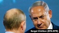 بنیامین نتانیاهو در حال گفتوگو با ولادیمیر پوتین در ۲۹ ژانویه ۲۰۸ در مسکو.