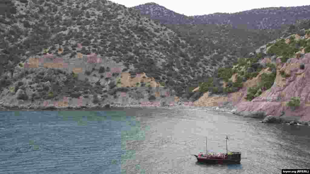 На Царский пляж курсируют катера