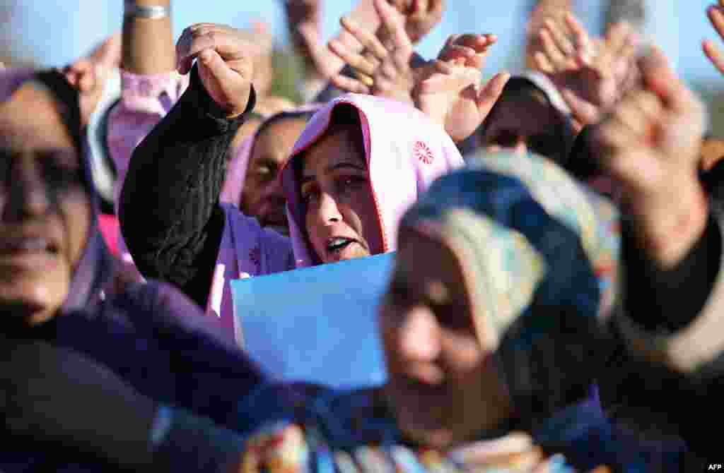 """Pakistani polio-vaccination workers demonstrate against the recent killings of their colleagues in Islamabad on December 19. Militants suggest """"infidels"""" are behind polio-eradication efforts. (AFP/Aamir Qureshi)"""