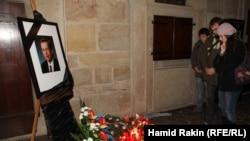 Әулие Вит соборына Вацлав Гавелмен қоштасуға келіп жатқан адамдар. Чехия, Прага, 21 желтоқсан 2011 жыл.