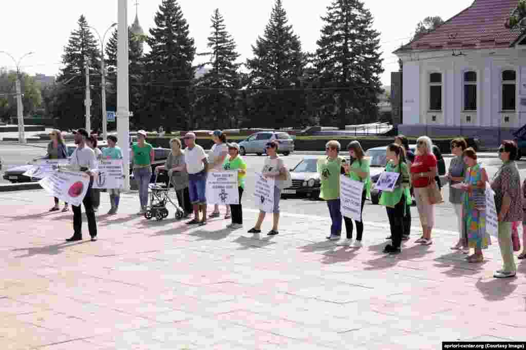 Pichet în susținerea drepturilor animalelor organizat la Tiraspol, în fața Sovietului suprem.