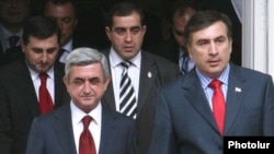 Armenia -- Presidents Serzh Sarkisian (L) of Armenia and Mikheil Saakashvili of Georgia meet in Yerevan on June 24, 2009.