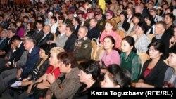 Үкіметтік емес ұйымдардың 6-шы форумына қатысушылар. Алматы, 6 қазан 2010 жыл.