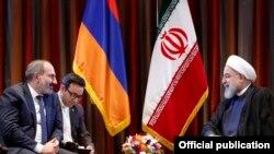 U.S. - Iranian President Hassan Rouhani (R) and Armenian Prime Minister Nikol Pashinian meet in New York, 25 September 2018.
