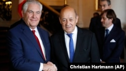 Государственный секретарь США Рекс Тиллерсон (слева) и министр иностранных дел Франции Жан-Ив Ле Дриан. Париж, 23 января 2018 года