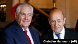 Rex Tillerson dhe Jean-Yves Le Drian (djathtas) para takimit të sotëm në Paris