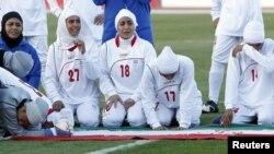 Лондонға жолдама ала алмай қалған ирандық футболшы әйелдер. Иордания, 3 маусым 2011 жыл. (Көрнекі сурет)