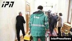 В грузинский парламент приехала скорая помощь