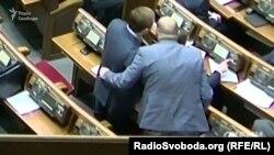 Депутатські обійми