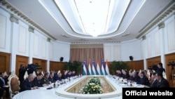 Переговоры президентов Таджикистана и Узбекистана. Душанбе, 9 марта 2018 года. Фото пресс-службы президента РТ