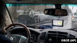 Фото миссии ОБСЕ во время поездки в Луганск