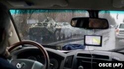 Спостерігачі ООН їдуть окупованим Луганськом, фото 21 листопада 2017 року