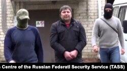 Moskvada saxlanmış Khazvakha Cherkhigov (ortada) Şimali Qafqaza etaplanıb