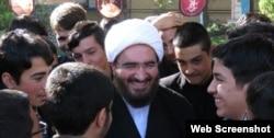 همانطور که میبییند امام جمعه جدید تهران به طرز عجیبی محبوب دل جوانان است.