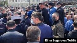 Участники митинга во Владикавказе