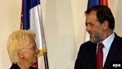 Встречаясь с руководством Сербии, Карла дель Понте пыталась выяснить, хорошо ли искали Младича
