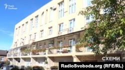 У цьому будинку в Чернівцях розташована квартира дружини Улінця