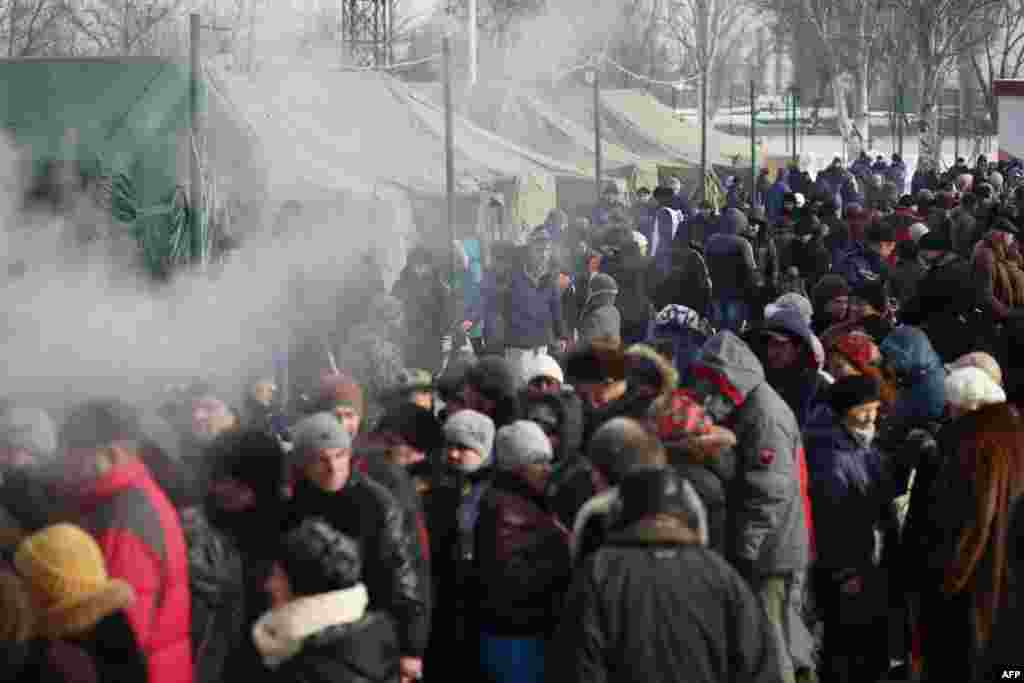 Local residents of Avdiyivka, the scene of some of the fiercest fighting, wait to receive food provided by rescue workers on February 1.