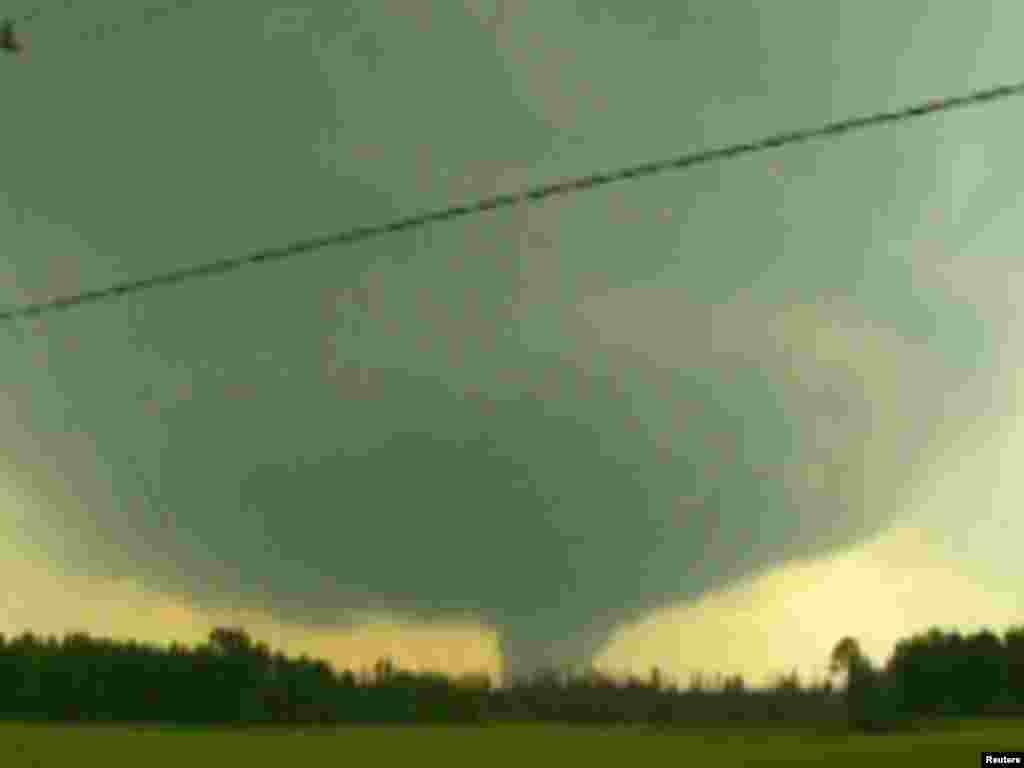 SAD - Najmanje 297 ljudi poginulo u divljanju tornada na jugu zemlje, 27.04.2011. Foto: Reuters