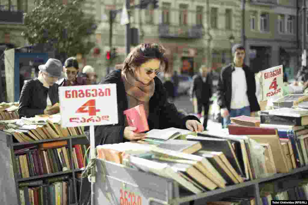 Browsing a secondhand book stall in central Tbilisi. Photo by Indigo Fleur.