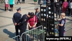 Полицейские и казаки с плетками: концерт в честь открытия Керченского моста (фотогалерея)
