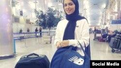 فرزانه فصیحی، لژیونر ایرانی در حساب کاربری خود در اینستاگرام، این عکس را در فرودگاه و هنگام خروج از ایران برای پیوستن به باشگاه پارتیزان بلگراد منتشر کرده است