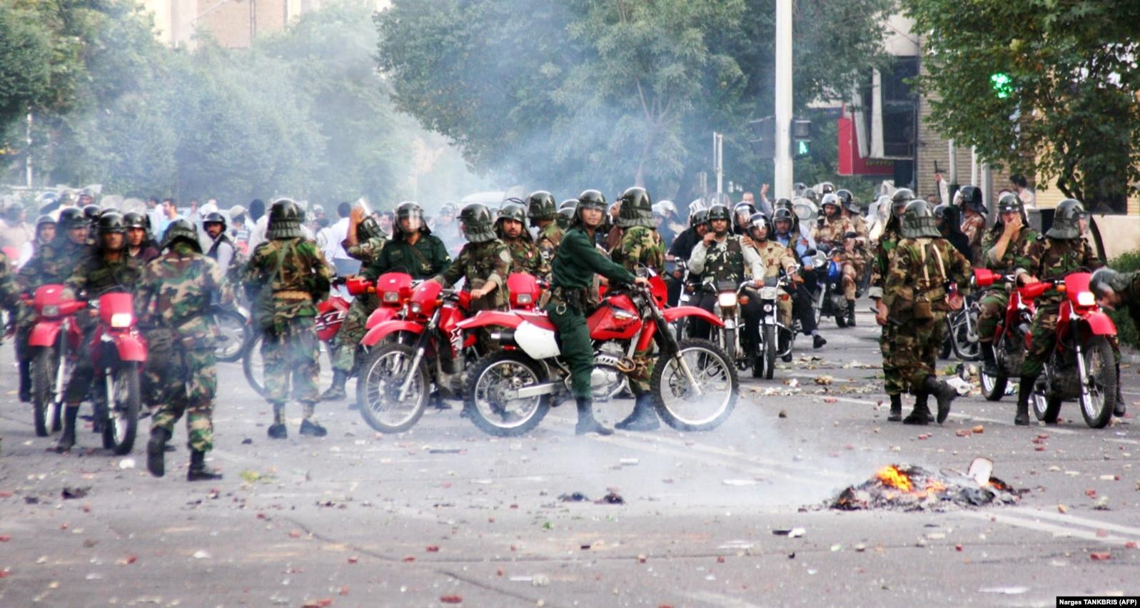 حضور یگانهای ویژه موتورسوار برای سرکوب معترضان ۸۸ در تهران
