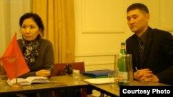 Элчи Гүлнара Искакова жана Болот Абдыкадыров