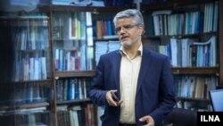 محمود صادقی میگوید ماموران «بر خلاف قانون نظارت بر نمایندگان مجلس»، برای بازداشت او آمده بودند