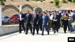 Делегацијата предводена од заменик претседателот Муса Џафери положи цвеќе на споменик на припадниците на ОНА во село Слупчане – општина Ликово