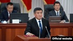 28-апрелде парламентте жаңы премьер-министр жана өкмөт курамы ант берди.