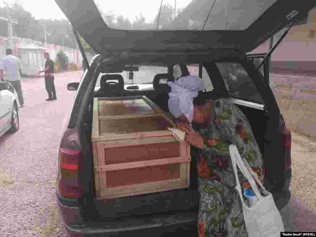 Тело пятилетней Хувайдо Тиллозоды нашли рано утром 23 июля в спортивной сумке недалеко от железнодорожной станции в городе Серпухове Московской области.