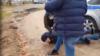 """Папу бьют!"" – жестоко задержан псковский активист Милушкин"