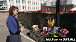 Юлия Разина на акции памяти у Госсовета Удмуртии