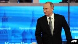 Vladimir Putin gjatë programit të sotëm televiziv me pyetje dhe përgjigje