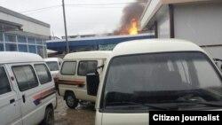 Пожар на центральном рынке города Гулистан. Фото отправлено в редакцию «Озодлик» одним из очевицев.