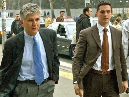 Zoran Đinđić i njegov telohranitelj Milan Veruović koji je povređen prilikom atentata na pokojnog premijera, fotografija iz januara 2003. godine