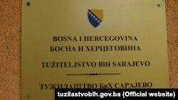 Tabla ispred ulaza u zgradu Tužiteljstva Bosne i Hercegovine, Sarajevo