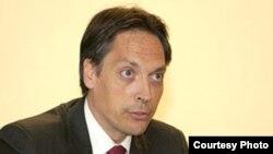 دنيس سيمونه سخنگوی وزارت خارجه فرانسه از ایران خواست به پژوهشگر فرانسوی اجازه خروج داده شود