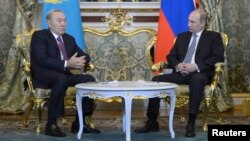 Kazakh President Nursultan Nazarbaev (left) meets at the Kremlin in Moscow on December 24 with Russian President Vladimir Putin.