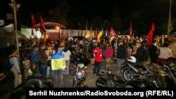 Акції протесту пов'язані із раніше оприлюдненою інформацієюпро «спільну інспекцією» з контрольованими Росією силами на Донбасі, яка нібито мала пройти на позиціях українських військових під Горлівкою