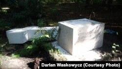 Могила Степана Бандери на цвинтарі Вальдфрідгоф, Мюнхен, 17 серпня 2014 року