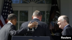 Barack Obama cu Tom Donilon la Washington
