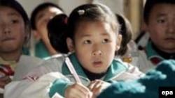 Çinli məktəbli qız