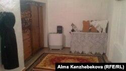 Одна из комнат в здании бывшего пионерлагеря. Алматы, 16 января 2013 года.